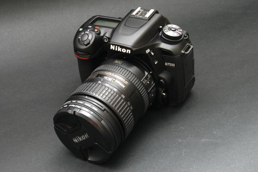 D7500 camera with lens