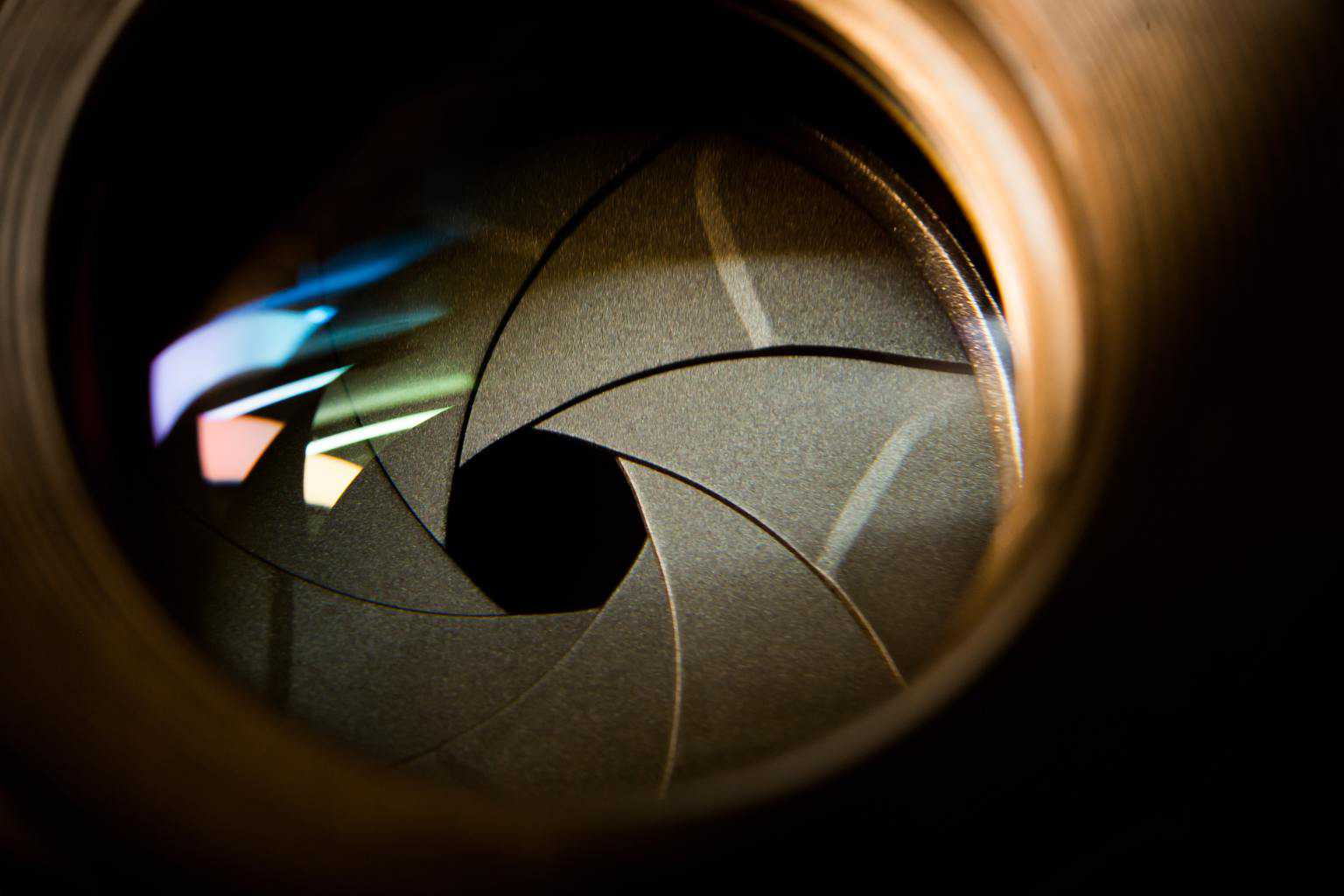 Aperture blades inside a lens with a reflection of light