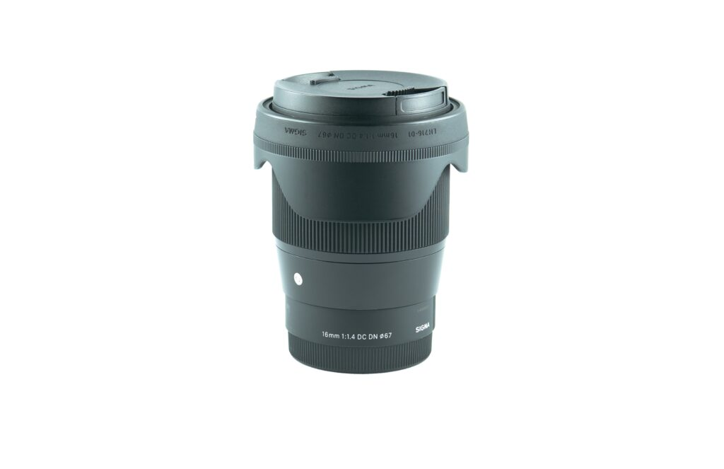 A Sigma lens product do display