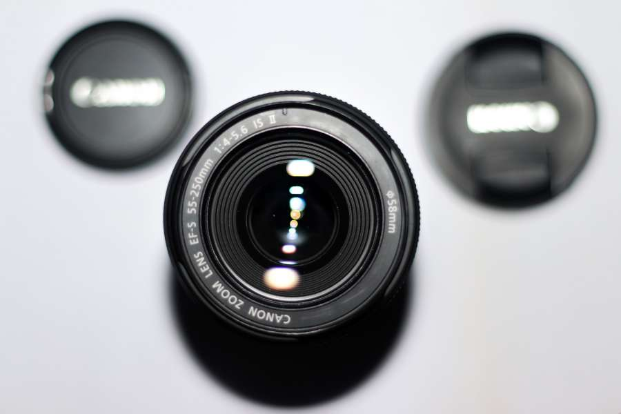 Selective focus of a 55-250mm zoom lens